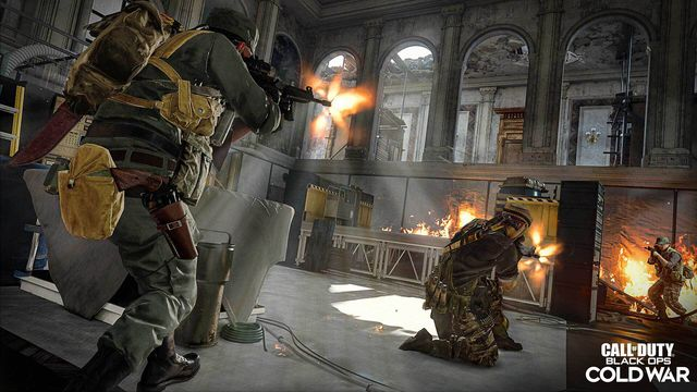 A Call of Duty: Warzone player fires an assault rifle at an enemy