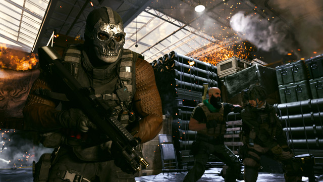 Mace, a season 2 operator from Call of Duty Modern Warfare (2019) runs with a mask on and a gun in his hands.