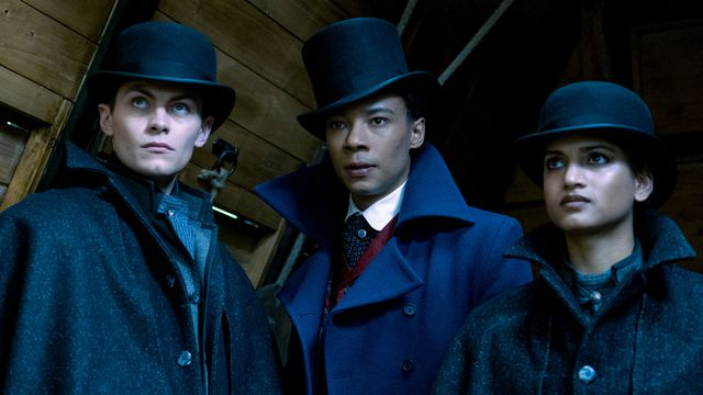 kaz, jesper, and inej in top hats