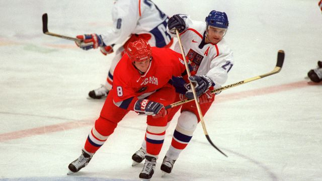 Russia's Sergei Krivokrasov (left) and Czech Republic's Robert Reichel (right) battle for the puck at the 1998 Winter Olympics