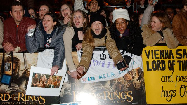 Lord Of The Rings: Return Of The King Premiere At The Odeon Cinema L In Leicester Square, London, Fans