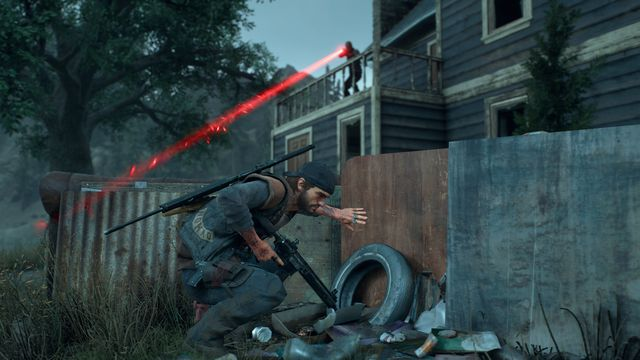 Days Gone - Deacon moves to avoid a sniper's laser sight