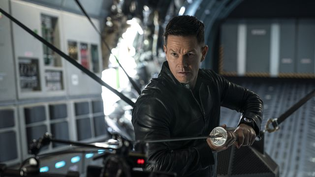 Mark Wahlberg wields a fencing foil while standing on a platform in Infinite
