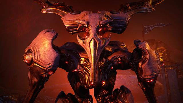Warframe - the intimidating visage of Erra, an ancient AI who looks like a giant furious crow beast