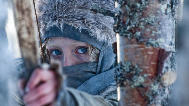 Close up shot of Saoirse Ronan as Hanna drawing a bow in Hanna
